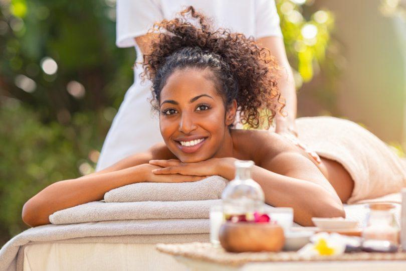 5 raisons favorables pour se faire un massage naturiste
